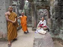 buddhist_monks_preah_khan_temple_siem_reap_t
